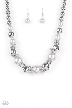 PAPARAZZI HOLLYWOOD HAUTE SPOT  SILVER NECKLACE